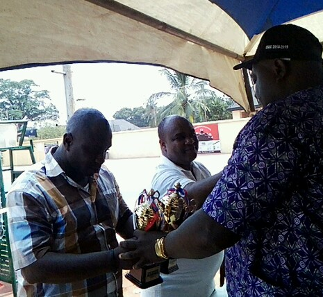 Chief churchhil iheabunike handing over the fair play trophy he donated  to ENIC chairman chief Kingsley Uduh
